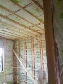 <p>施工内容</p> <p>【外装】<br />屋根、壁(ガルバ)</p> <p>【内装】<br />杉板張り、床フローリング、壁クロス、断熱材、コンセント2ヶ所、テレビ1ヶ所、エアコン1台、サッシ2ヶ所、サッシドア1ヶ所</p>