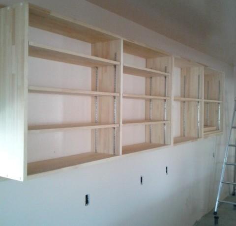 <p>作りつけの棚なども完成し、喫茶店のフル改装が完了しました。</p>