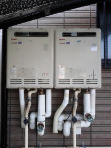 <p>給湯器の交換は給湯器本体だけを交換するだけでは不十分です。</p> <p>本体から繋がる管すべてを見直さないと、本当の交換リフォームとは言えません。</p>