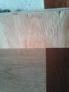 <p>右が扉部分、左が新しく作った部分です。</p> <p>上に乗せた板を見ると、段差が全く無いことがわかります。</p>