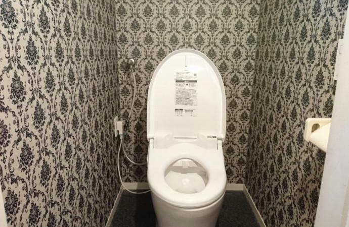 <p>トイレを設置すると、まるでオブジェのような空間に出来上がりました。</p>