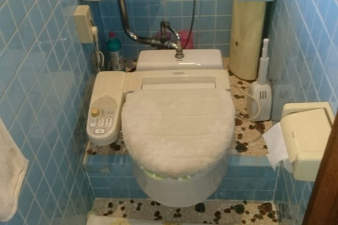 <p><strong>瑞穂市のトイレリフォーム 1日半施工でトイレも</strong></p> <p><strong>使いながら施工をします</strong></p> <p><strong>夕方からは便器を仮で取り付け致します</strong></p>